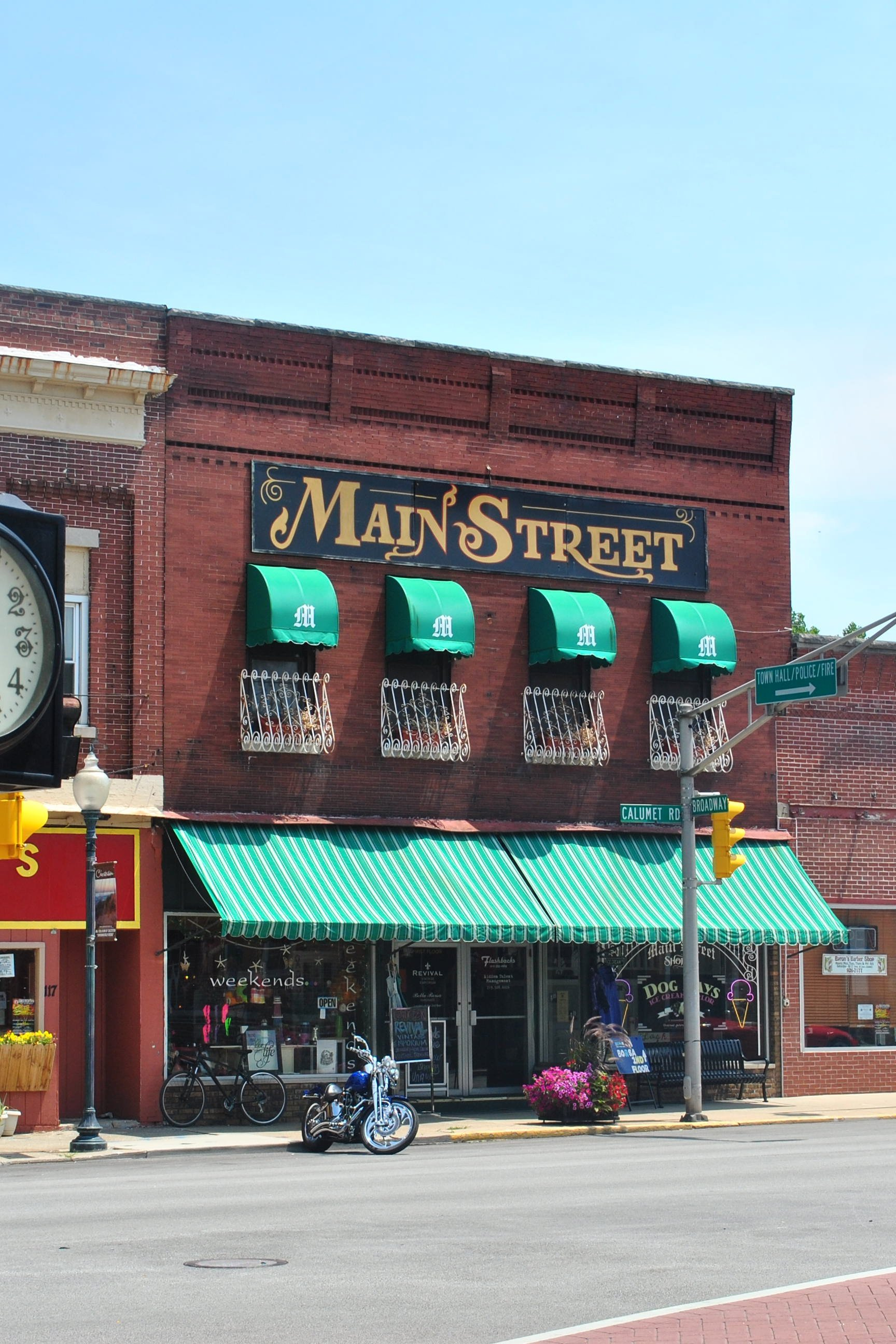Main_Street_Bldg_Chesterton_IN_2012.jpg